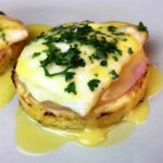 Low Carb Keto Cauliflower Eggs Benedict