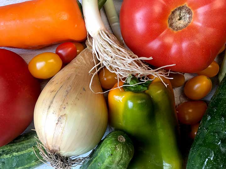 top down view of an arrangement of low carb vegetables