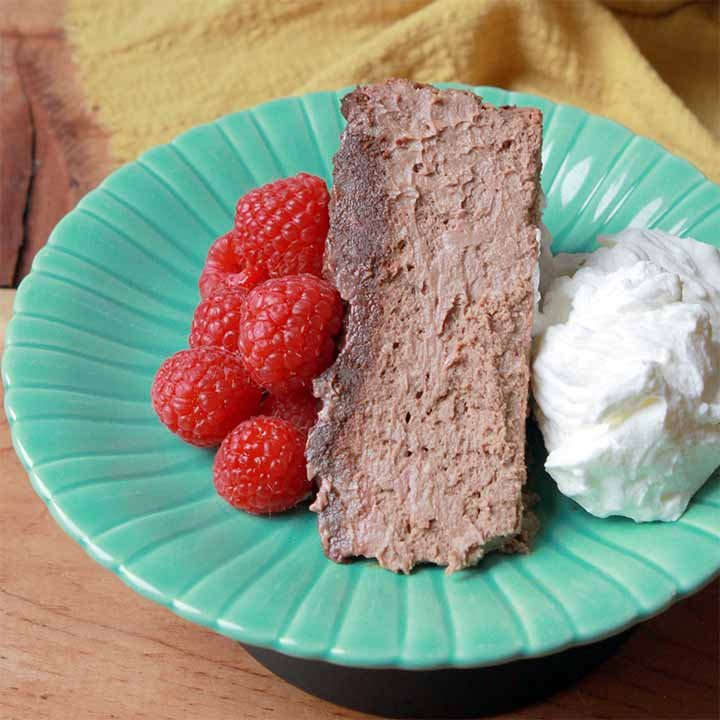 a slice of low carb chocolate cheesecake on a green plate