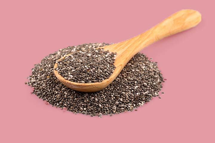 a spoon of chia seeds